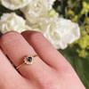 gouden ring met hartje van saffier en diamant cluster vintage