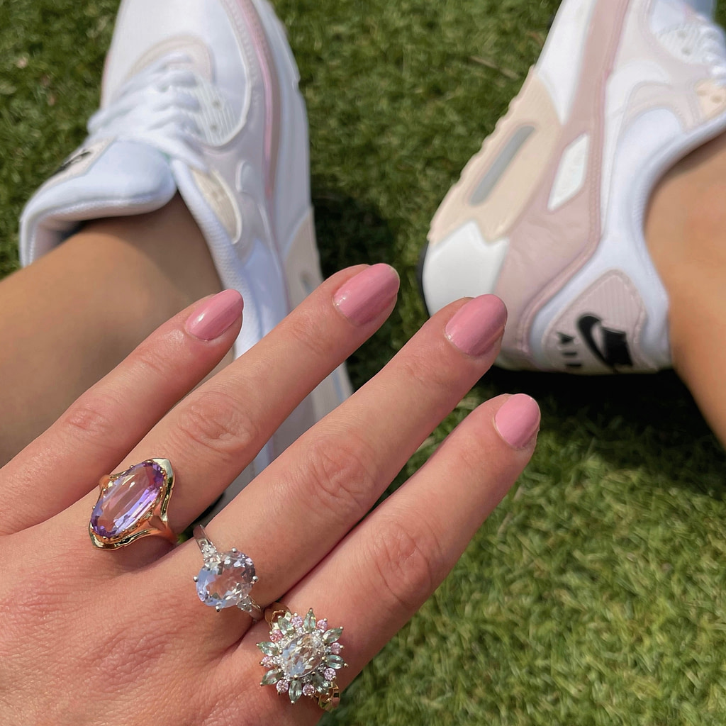 vintage gouden ringen roze en paars sieradenmeisje