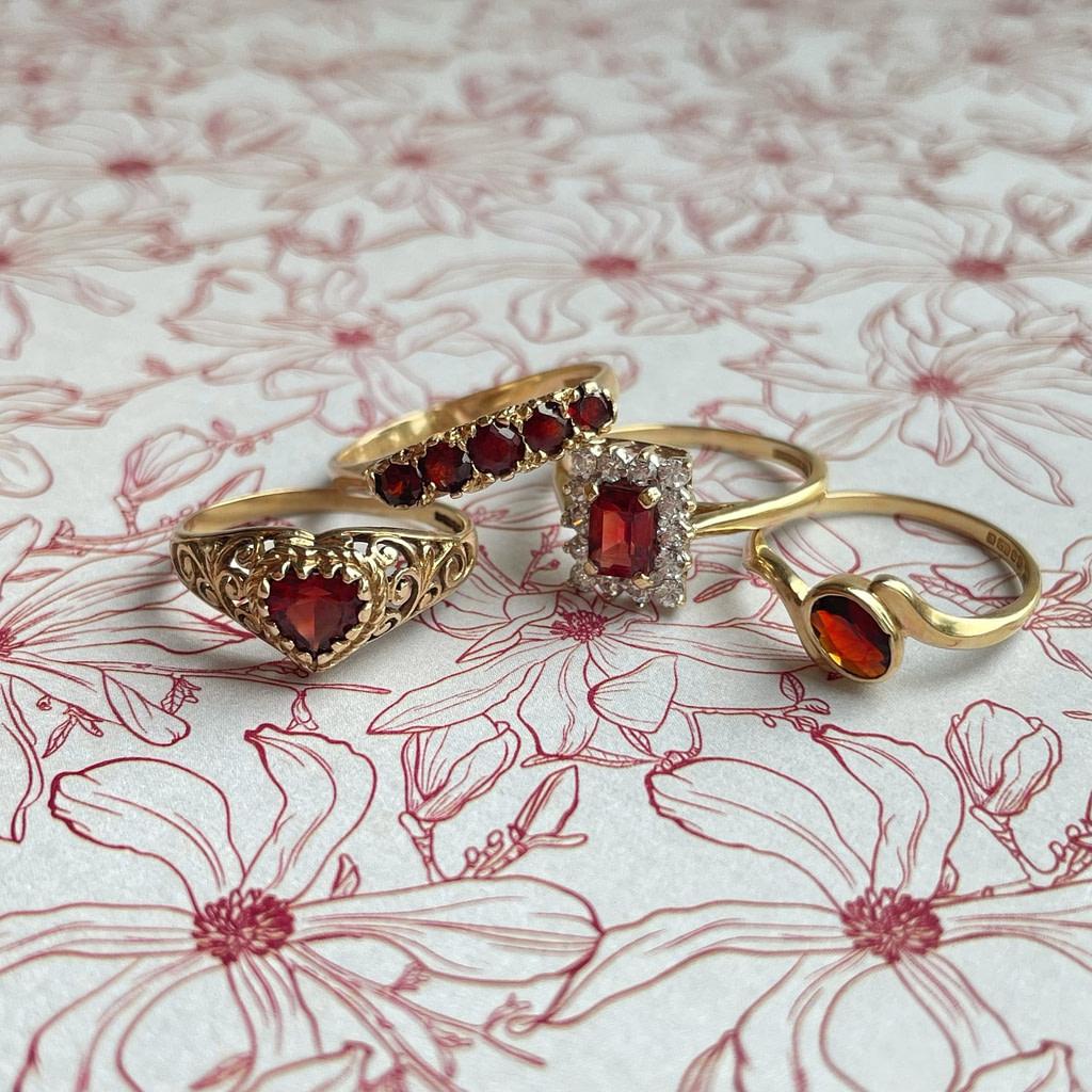 vintage gouden ringen met granaat - rode steen