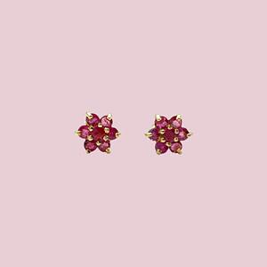 gouden oorknopjes robijn oorbellen bloemetje