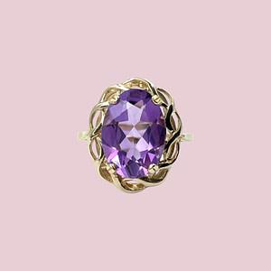 vintage gouden ring met grote amethist in sierlijke zetting