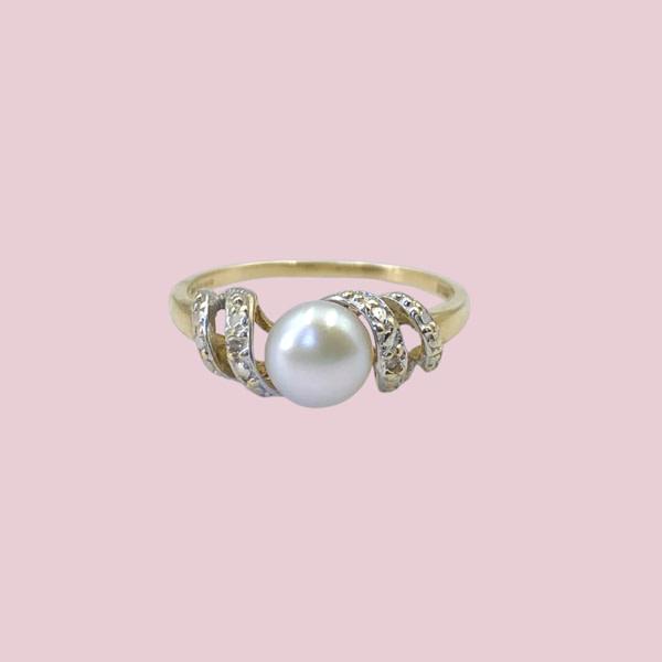 parelring swirly pearl gedraaide ringband