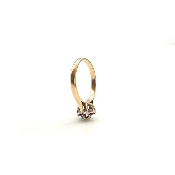 ring met bloem van robijn en diamant 9 karaat