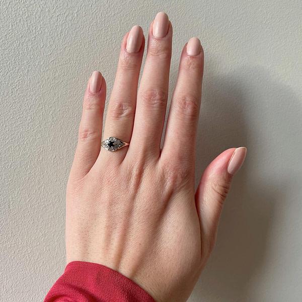 9 karaat ring met zwarte saffier en zirkonia cluster