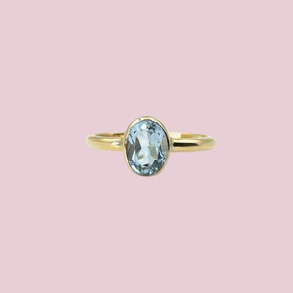 vintage ring met topaas lichtblauw 9k goud