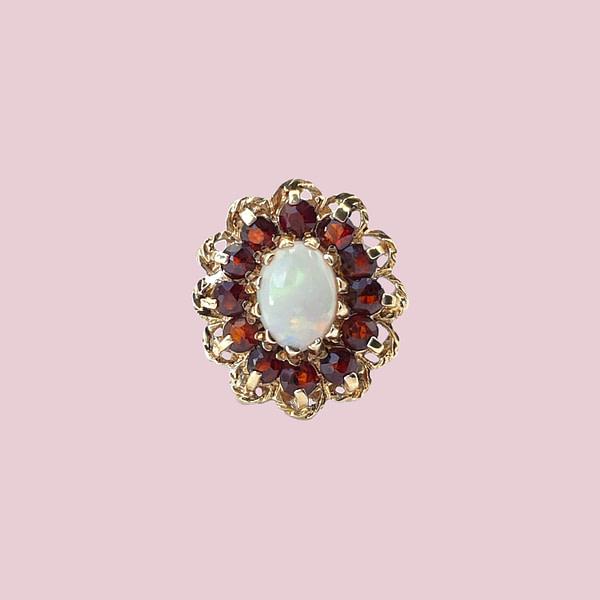 vintage ring goud met opaal en granaat entourage cluster ringen