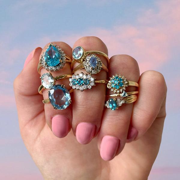 gouden ring met blauwe steen