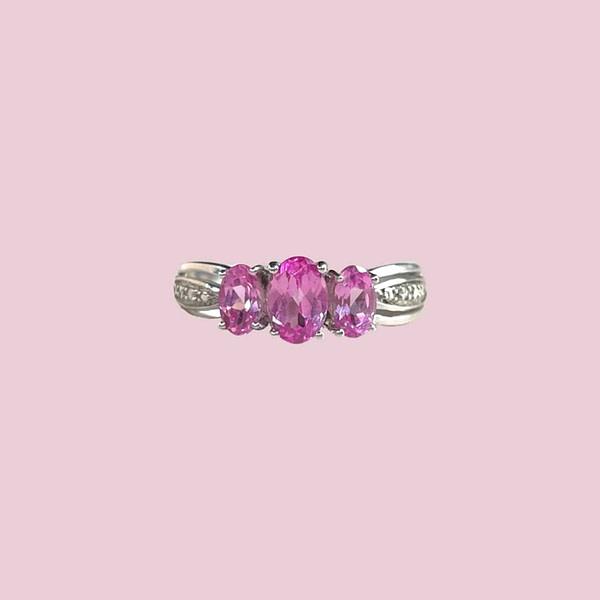 vintage witgouden trilogie ring met roze saffier en diamant