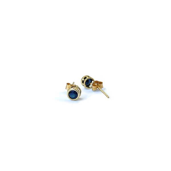gouden oorknopjes saffier studs
