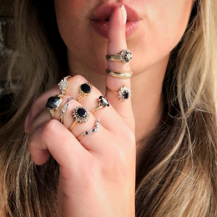 Duurzame gouden sieraden van sieradenmeisje