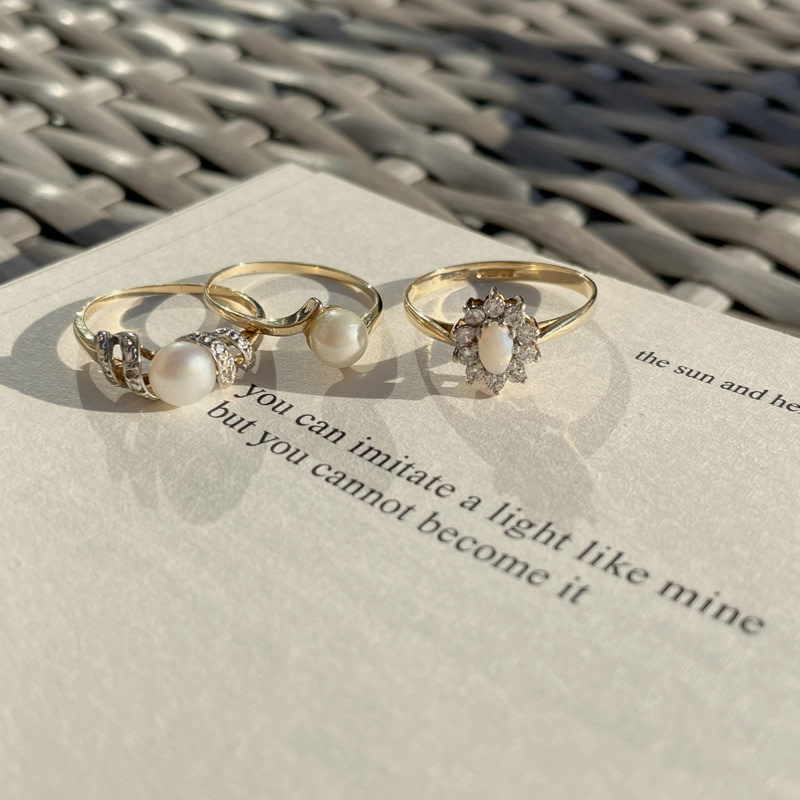 gouden damesringen parel en poezie