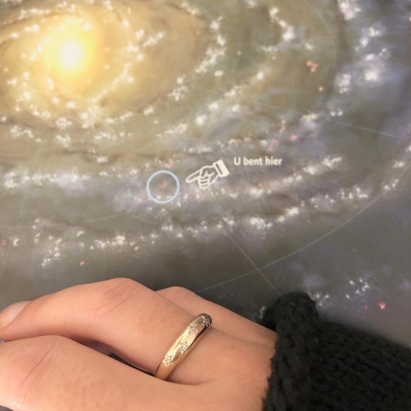 gouden ring met sterren en diamant kosmos